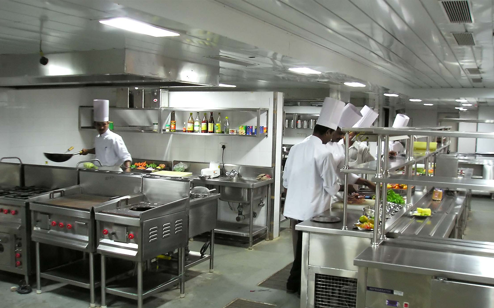 Commercial kitchen equipments makers for Implementos restaurante